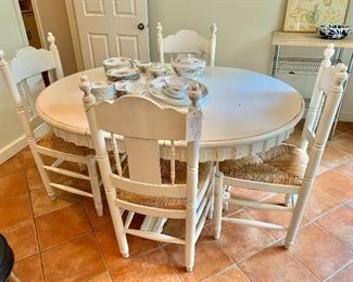 Urban Country pedestal table and chairs