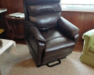 Lift chair in great condition.