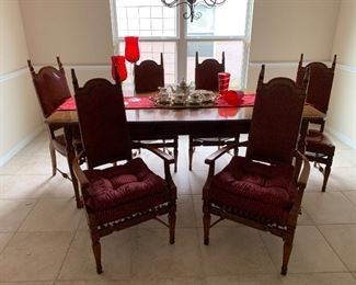 $775- OBO- Unique European tabke and six chairs with two leaves