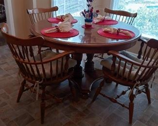 Ethan Allen Table and Chairs with 2 leaves