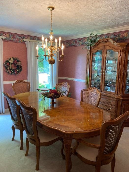 Thomasville Dining Room Table and Chairs