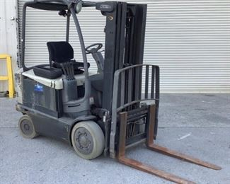 """Located in: Chattanooga, TN MFG Crown Model 4500 Series Ser# 9A159016 Electric Forklift *No Charger Included* Hours: 15,175 42"""" Forks **Sold as is Where is** Runs And Operates"""