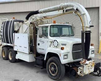 VIN 1FDYW82A3PVA00850 Year: 1993 Make: Ford Model: LNT8000F Trim Level: RR Vacuum Truck Engine Type: 7.8L L6 Turbo Diesel Transmission: Eaton Fuller 10 Speed Manual Miles: 18,932 TMU Color: White Driveline: 4x2 Located In: Chattanooga, TN Operational Status: Runs, Drives And Operates *Per Consignor- Truck And Vacuum Are Fully Operational* Manual Windows Manual Locks Cloth Interior Heat/AC Tested-Works Sold on TN Title **Sold as is Where is**  2-81