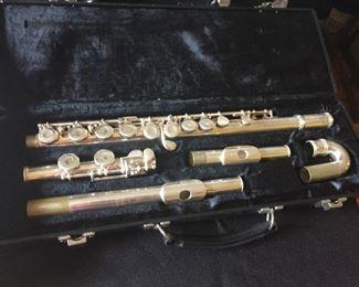 Gemeinhardt 2SP flute in case.