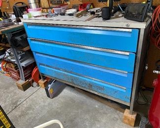 Nice 4 drawer tool chest