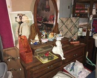 Vintage dresser, separate mirror.