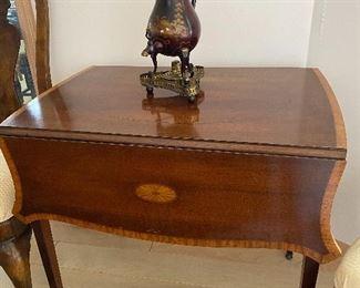 Antique Hepplewhite drop leaf table