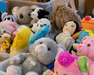 Lots of clean, vintage stuffed animals!