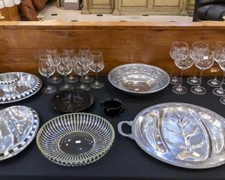 Very nice serving pieces...