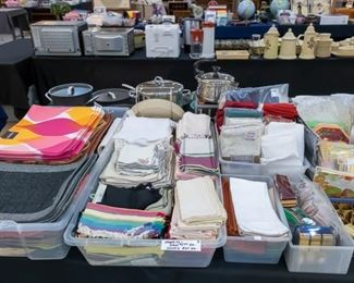 Lots of nice placemats and napkins