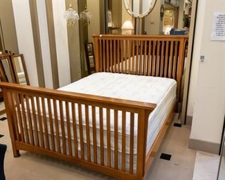 Solid queen bed - perfect condition