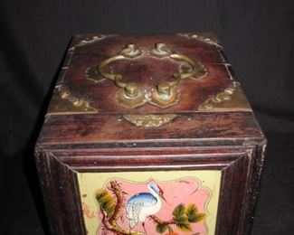Oriental makeup box, reverse glass
