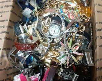 https://www.ebay.com/itm/114895361681ME3110 GRANNY'S 11 LBS JUNK JEWELRY BOX