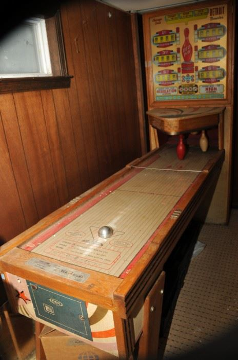 CHICAGO COIN DETROIT RED PIN BOWLING MACHINE