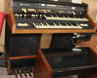1974 Hammond XTP Electric Organ w/ Bench with 2 Leslie speakers