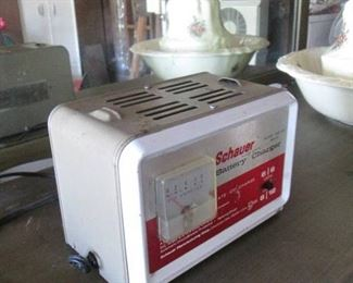 Schauer Solid State Battery Charger Model: 0122-05