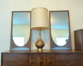 Brasilia console with two detached mirrors.