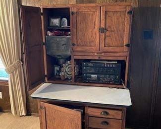 Hooiser Cabinet
