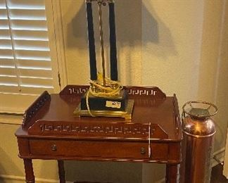 TWO-TIER CHERRY SIDE TABLE WITH DRAWER / TABLE LAMP