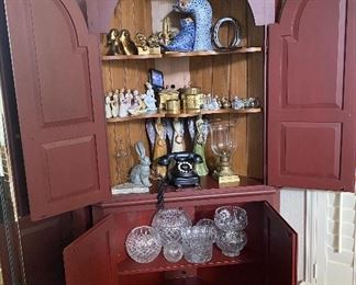 CORNER CABINET/ EARLY AMERICAN STYLE