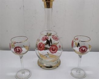 decanter and 2 wine glasses