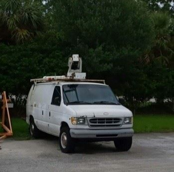 2000 Ford E350 with 28 ft Telsta Bucket Lift