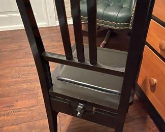 Yamaha adjustable padded piano chair