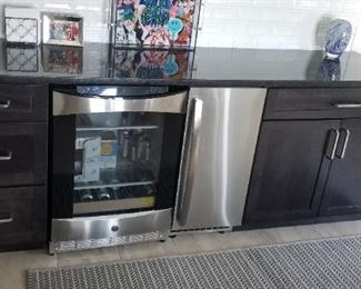 Built-in wet bar with top quality appliances