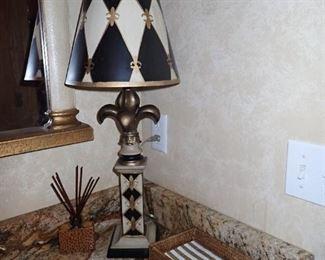 FUN FLEUR DE LIS LAMP