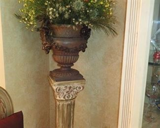 COLUMN - URN WITH DRIED