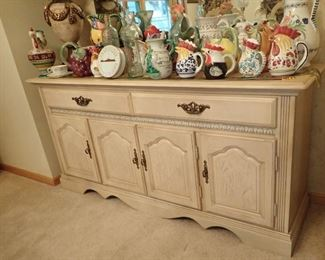 WHITE SIDE BAR WITH LOTS OF STORAGE