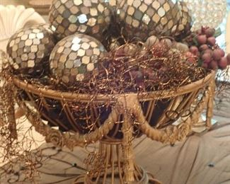 IRON BASKET WITH ORBS