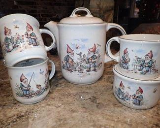 PFALGKERAMIK / GERMANY TEA SET WITH CUPS & EXTRAS