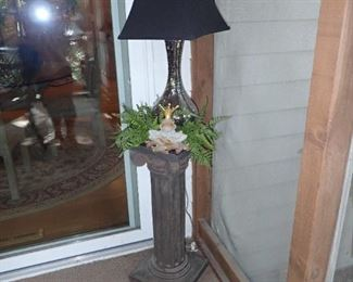 PLANT STAND - LAMP