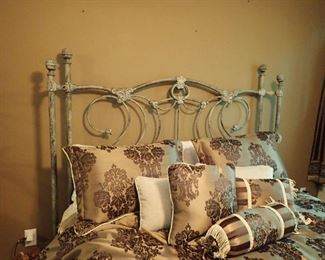 CURVED IRON BED
