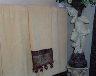 TOWELS AND DECOR