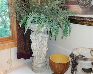 URN WITH GREENS
