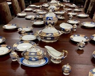 059a - 60 pieces of early Old Paris china, royal blue and white with lots of gold and Large serving pieces