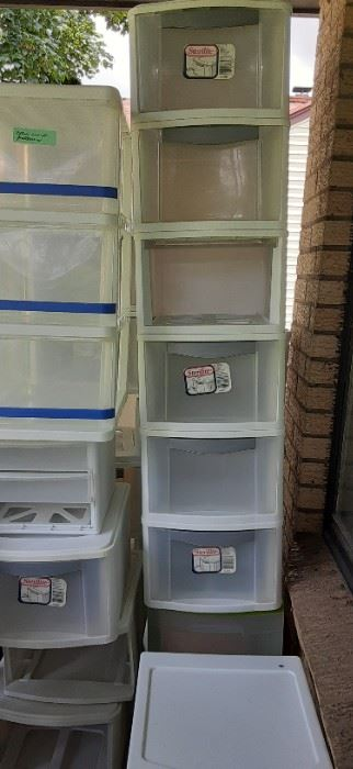 Lots of drawer type containers.