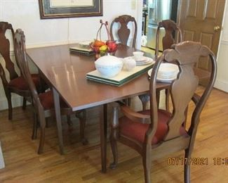 ANOTHER SHOT OF THE TABLE AND CHAIRS. THERE ARE 2 ARM AND 4 SIDES