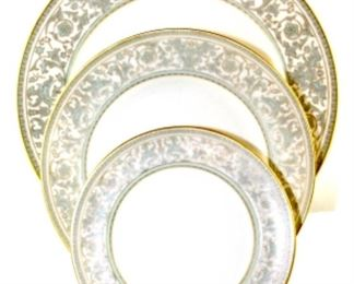 Lorenzo De Medici by Gorham - one dinner plate, four salad plates, six B&B plates, and one saucer