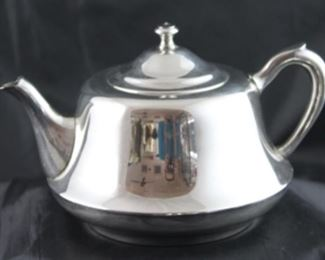 Crescent silverware manufacturing company 1939 to 1977 tea pot