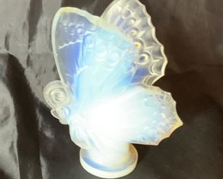 """Sabino Large 6"""" post 1935 Opalescent Closed Wing Butterfly.  Sabino France Signed in Script on Bottom"""