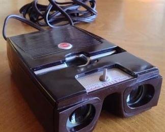 KODAK Kodaslide II Stereo Viewer with box and slides
