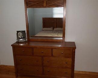 Modern dresser w mirror