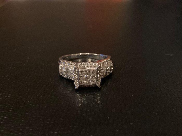 Lot #002---14kw diamond ring, weight of diamond: 1.20ct, size: 9, ring weight: 6.3g, price: $840