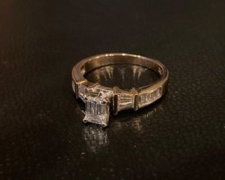 Lot #009---14ky Diamond Ring, weight: 3.4g, center stone weight: 0.40ct, total diamond weight: 1.00ct, all VS quality stones, size: 6.75, price: $995