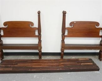 1008PAIR OF MAHOGANY TWIN BEDS W/SCROLLED HEAD BOARDS & REEDED TAPERED POSTS