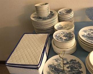 Lots of Vintage plates.... lots