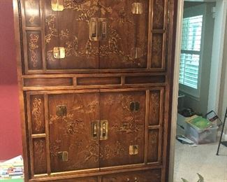 $895 / Drexel Heritage Dynasty Collection Asian Chinoiserie Cabinet. Have the back off of the cabinet currently, but do have that piece to be included. TEXT 404-771-6060 to purchase or for more info.